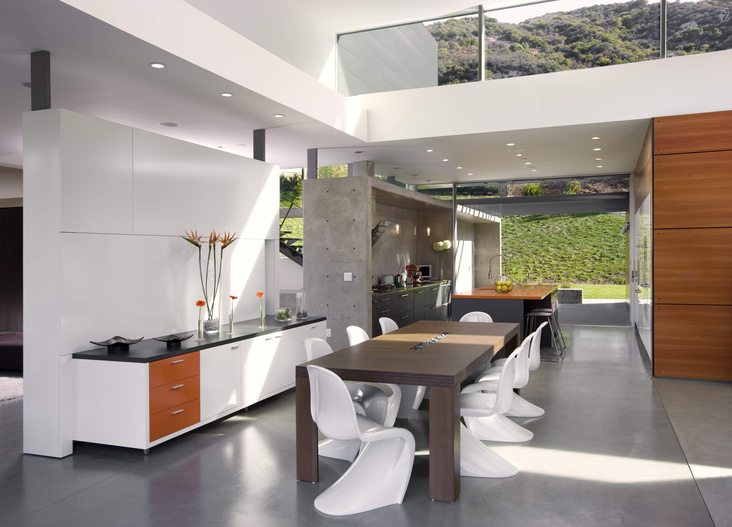 Casa con grandes ventalanes que aportan luz e iluminación