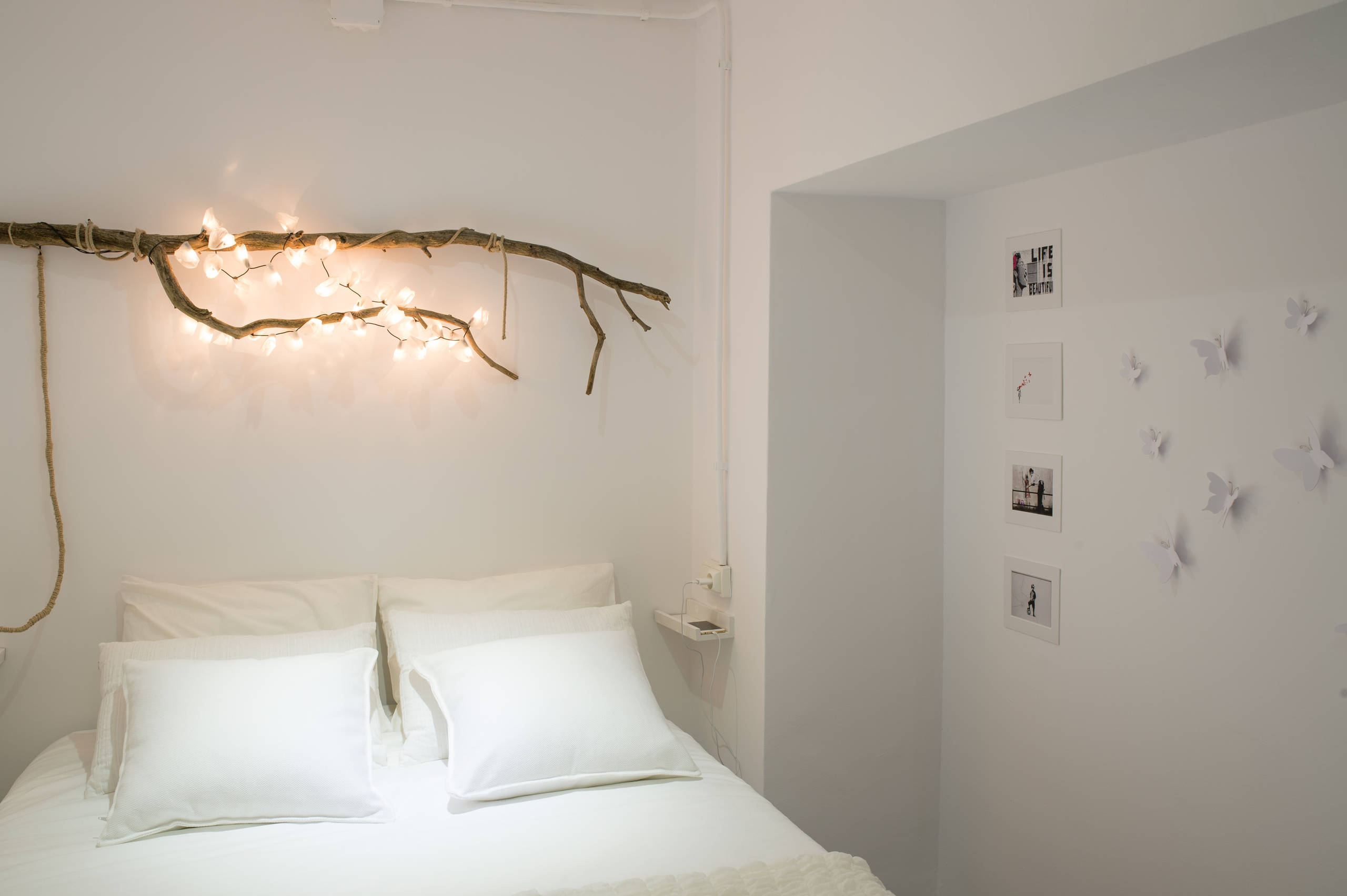 Dormitorio con luces cálidas para dar confort