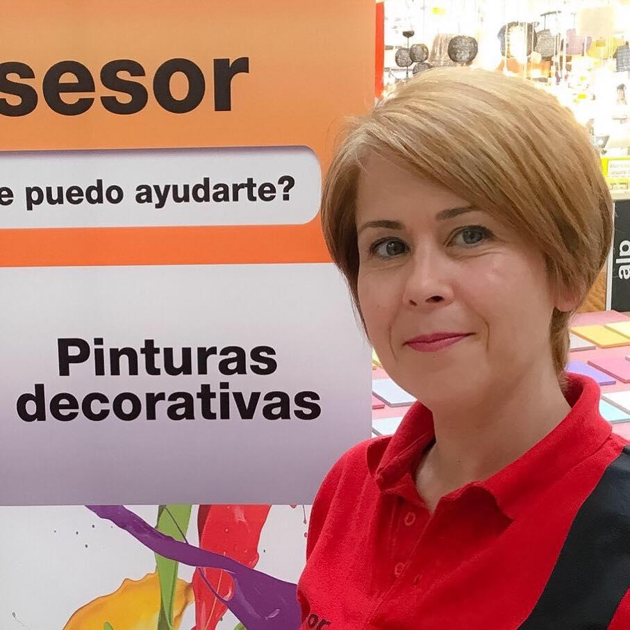 Monica Fuentes en su trabajo