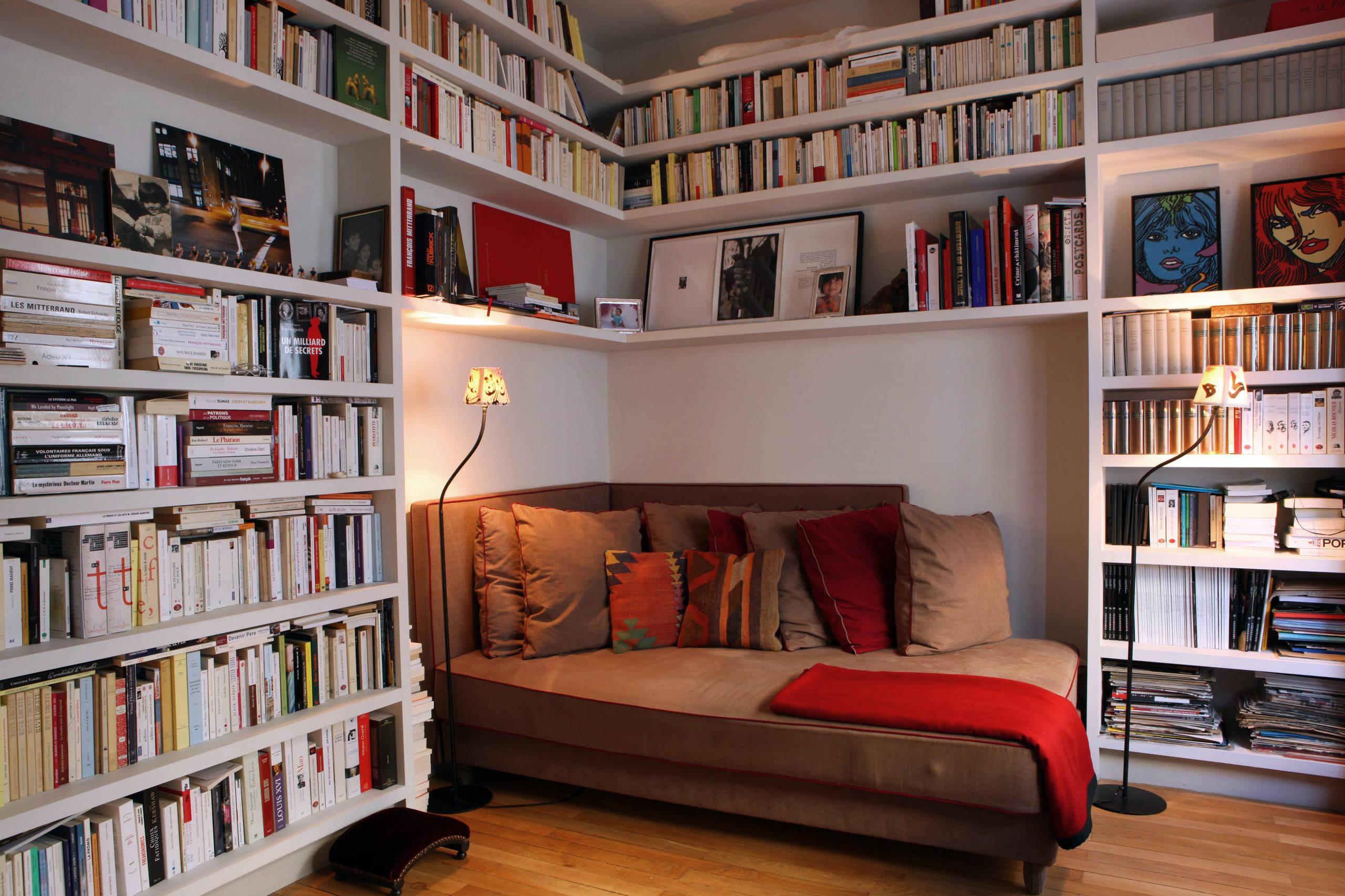 Rincón de lectura con luz artificial