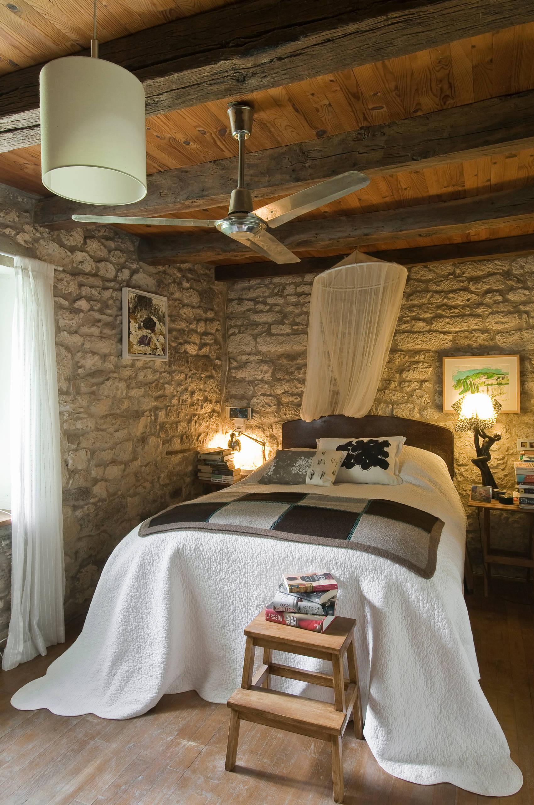 dormitorio acogedor con luz cálida