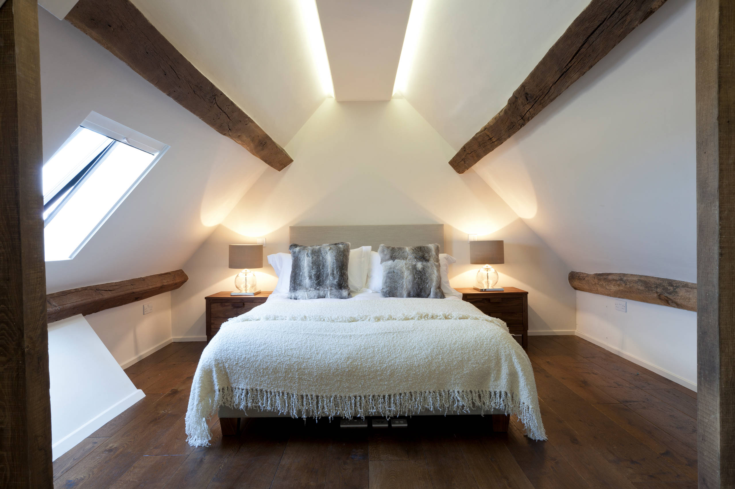 dormitorio acogedor con madera