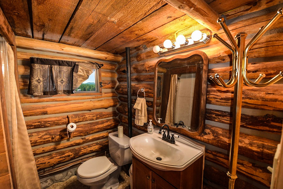 cuartos de baño rústicos con paredes de madera