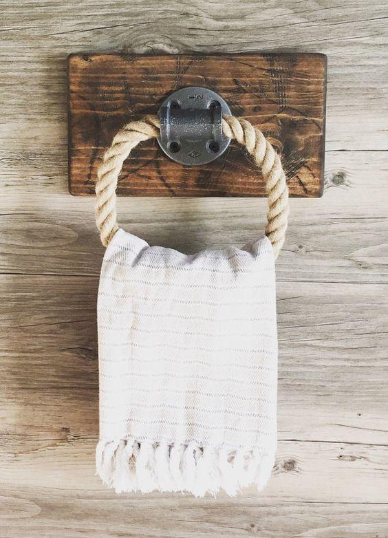 decoración de baños rústicos toallero de madera